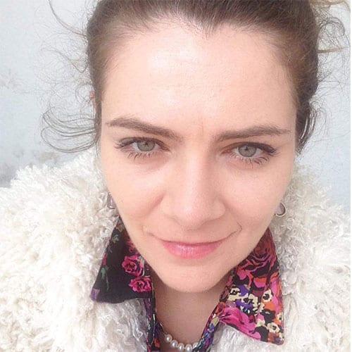 דנה, מזכירה רפואית בספוט קליניק - מרפאת עור פרטית בתל אביב